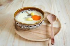 Odparowany jajko na drewnianym tle Fotografia Stock