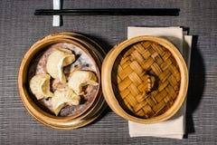 Odparowany wypełniający pierożek, chiński jedzenie obrazy royalty free