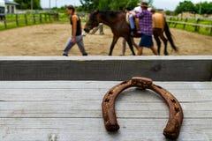 Odpoczynek w lat dzieci ` s equestrian obozie w Ukraina Obraz Royalty Free