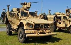 odporny przyczajenie Ochraniający pojazd (MRAP) obrazy royalty free