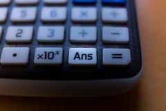 Odpowiada klucz od klawiatury naukowy kalkulator ilustracja wektor