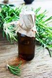 odpowiedni rosemary oleju zdjęcie stock