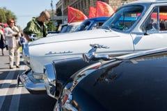 Odróżniać znaka na kapiszonie retro samochodowy Volga GAZ-21 w t Fotografia Royalty Free