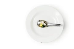Odrobiny jedzenie na łyżce zdjęcia stock
