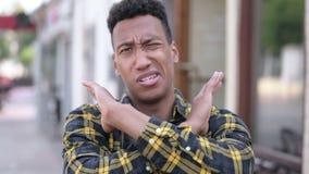 Odrzucać młodego afrykańskiego mężczyzny zaprzecza i nie lubić zbiory wideo