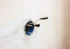 Odsłonięty drut w elektrycznym drutowaniu obraz stock