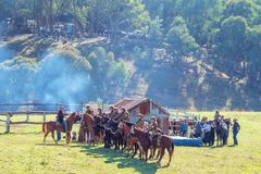 odtworzenie Lekkiego konia brygada Przy mężczyzną Od Śnieżnego Rzecznego Bush festiwalu 2019 zdjęcia royalty free