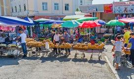 Odwiedzać Chorsu bazar obrazy royalty free
