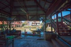 Odwiedza? srebn? fabryk? w Inle jeziorze, Myanmar zdjęcie stock
