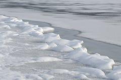 Odwilż łaty na rzece w zimie zdjęcie royalty free