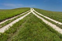 Odwracający widok rozwidlenie w drodze znaczy nadchodzącego wpólnie Obrazy Royalty Free