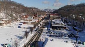Odwrotna antena ustanawia strzału miasteczka dzielnicy biznesu w zimie zbiory