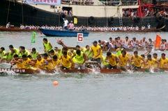 łodzi smoka paddle uczestnicy ich Fotografia Stock