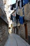 Odzieżowa osuszka w Śródziemnomorskiej ulicie obrazy royalty free