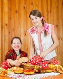 odzieżowe naleśnikowe tradycyjne kobiety Zdjęcie Stock