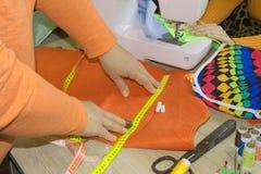 Odzieżowy projektant przy pracą w jej biurze Żeński projektant mody Obraz Stock