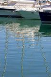 łodzie Costa De Duquesa portowych cumowali jachtów Hiszpanii Zdjęcie Stock