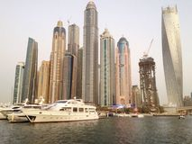 Łodzie i budynki przy Dubaj Marina Fotografia Stock