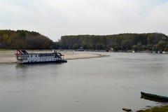Łodzie i pontony na rzecznym Borcea zdjęcia royalty free