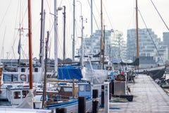 Łodzie i statki w marina Obrazy Royalty Free