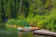 Łodzie na jeziorze przy zmierzchem Fotografia Royalty Free