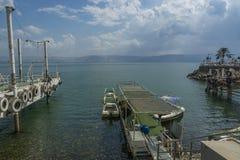 Łodzie na morzu Galilee w Tiberias porcie Fotografia Stock