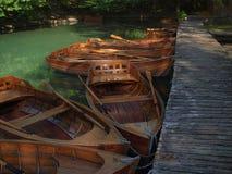 Łodzie na Plitvice jeziorach Fotografia Stock