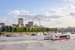 Łodzie na Rzecznym Thames w Londyn Obrazy Stock