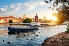 Łodzie na Vltava rzece Zdjęcia Royalty Free