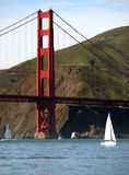 Łodzie pod Golden Gate Bridge Zdjęcia Stock