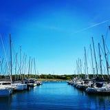 Łodzie przy marina Fotografia Royalty Free