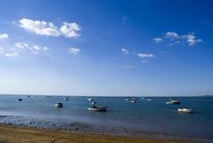 Łodzie przy morzem Fotografia Royalty Free