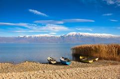 Łodzie przy Ohrid jeziorem Zdjęcia Stock
