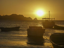 Łodzie przy zmierzchem w Taganga zatoce Kolumbia Obraz Royalty Free