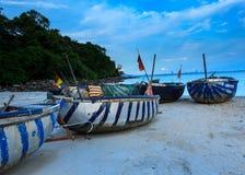 Łodzie rybackie i coracles w podpalanym Wietnam obrazy royalty free
