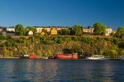 Łodzie rybackie i statki na Jeziornej Malaren wodzie, Sztokholm, Szwecja fotografia stock