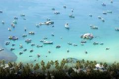 Łodzie rybackie parkuje w Nam Du zatoce Fotografia Royalty Free