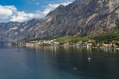 Łodzie Rybackie w zatoce Montenegro górami Fotografia Stock