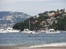 Łodzie w Acapulco schronieniu Obrazy Stock