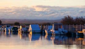 Łodzie w marina przy zmierzchem Obraz Royalty Free