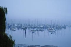 Łodzie w mgle Obrazy Royalty Free