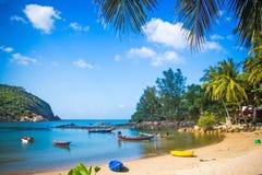 Łodzie w morzu na nieba tle, Koh Phangan Fotografia Stock