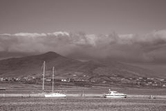Łodzie w schronieniu przy rycerzami miasteczko, Valentia wyspa; Irlandia obraz royalty free