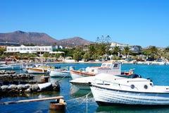 Łodzie w St Nicolas zatoce, Crete Obrazy Royalty Free
