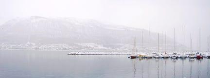 Łodzie w zima panoramie na schronieniu Obraz Royalty Free