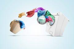 Odziewać od pralnianego kosza iść w pralkę zdjęcia stock