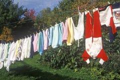 Odziewa linię z wiszącą pralnią Fotografia Stock