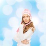 odziewa uśmiechniętych zima kobiety potomstwa Zdjęcie Stock