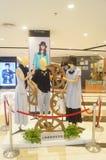 Odziewający modela pokazuje nowy odziewa Obrazy Royalty Free