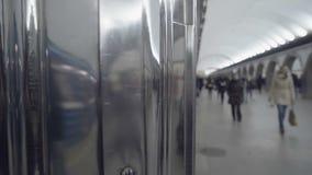 Odzwierciedlający chromu kąt ściana w metrze zbiory